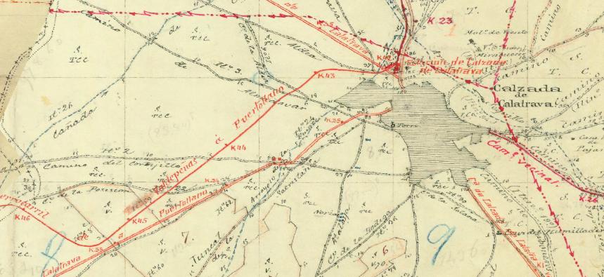Trazado de la vía del ferrocarril Valdepeñas a Puertollano a su paso por Calzada de Calatrava. Fuente: Instituto Nacional Geográfico.