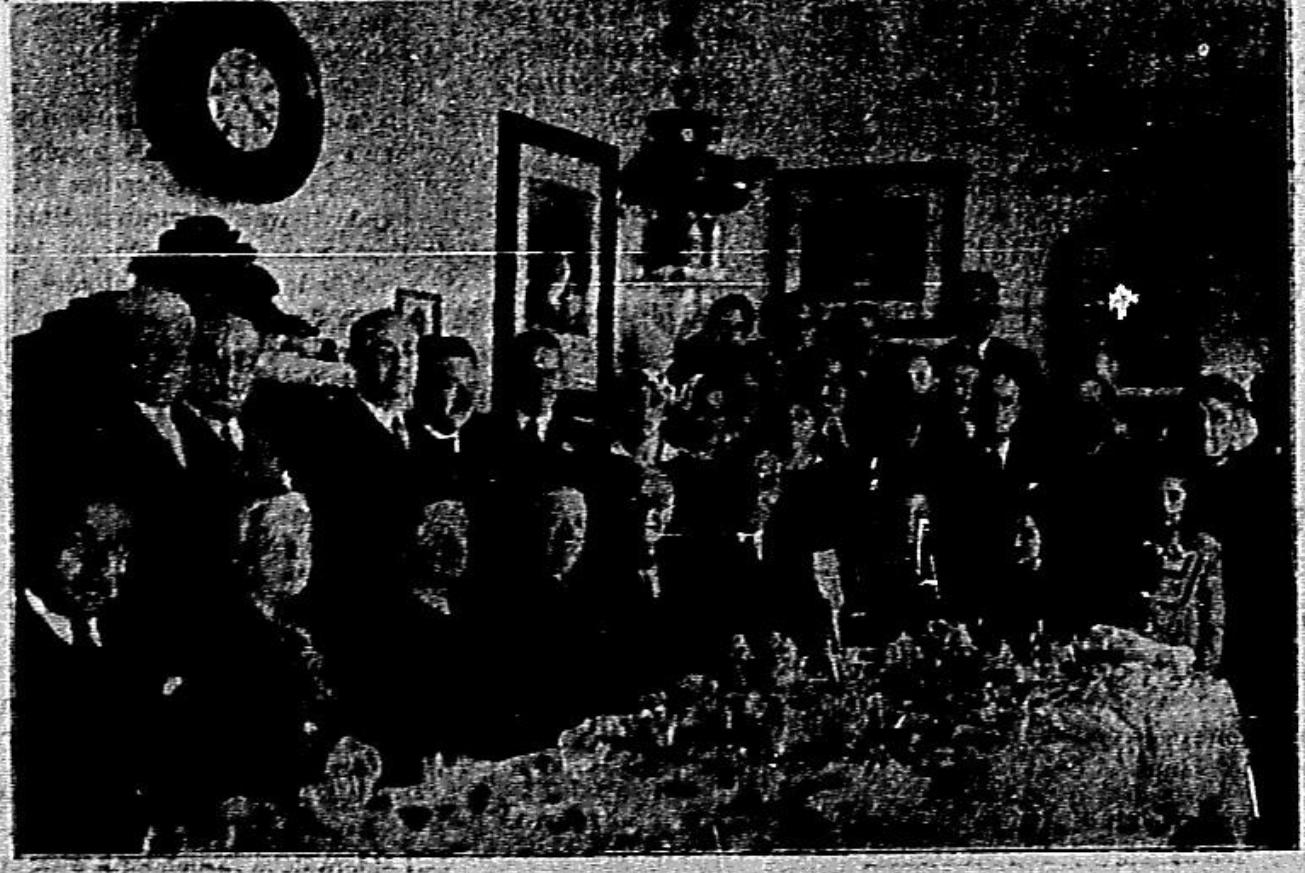 Un grupo de asistentes a la comida en honor de los oradores.