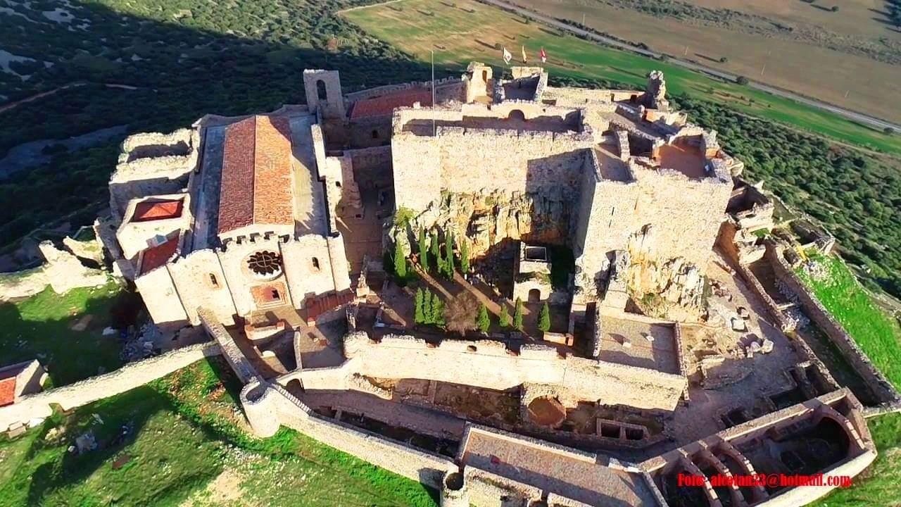 Vista aérea del Sacro Convento de Calatrava la Nueva. Foto de Antonio Campos.