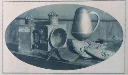Faroles y bolsas usadas por la Hermandad del Pecado Mortal en sus rondas nocturnas, y urna de elecciones para los cargos de la Hermandad.
