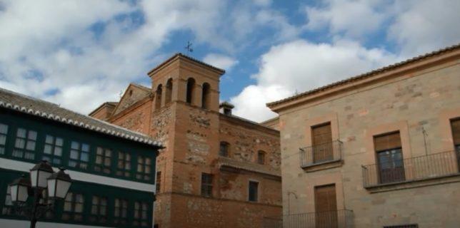 Al fondo, Iglesia de San Agustín en Almagro (Ciudad Real).