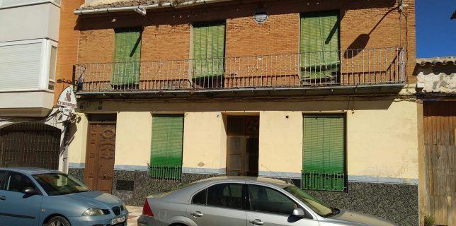 Fachada principal de La Obrera, uno de los círculos que visitaron Luis Doporto y el diputado socialista Fernando Piñuela.