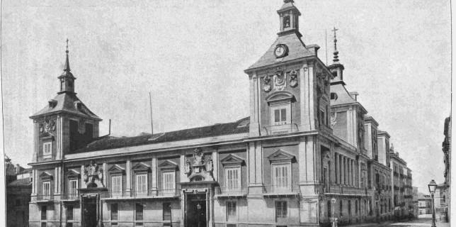 La Casa de la Villa fue la sede del Concejo y luego Ayuntamiento de Madrid desde el siglo xvii hasta el año 2008, en que se trasladó al Palacio de Comunicaciones.