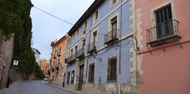 La Casa Corregidor de Cuenca: Fue demolida a mediadas del siglo XVIII, y en el solar que aquélla ocupaba se erigió el edificio que hoy subsiste.